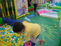 playground(0.0), learning(0.0), play(1.0), ball pit(1.0), kindergarten(1.0), toddler(1.0), toy(1.0),