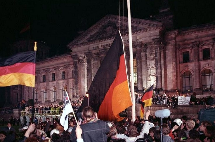 The flag of unity at midnight of German Unity Day in front of the Reichstag