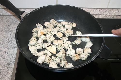 23 - Hähnchenbrust anbraten / Sear chicken breast