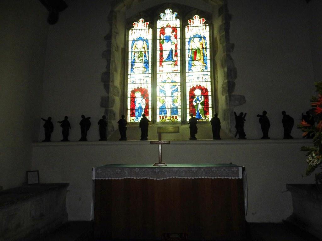 Eleven Apostles #12 is hiding - behind the flowers. St Dunstans, West Peckham. Yalding to Borough Green (via West Peckham)