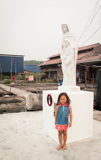 141 A statue and a little girl
