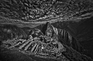 Изображение на Machu Picchu. blackandwhite bw peru machu picchu inca cuzco skies cusco ciudad inka pichu macchu hdr cloudporn peruvian perdida revisar skyporn