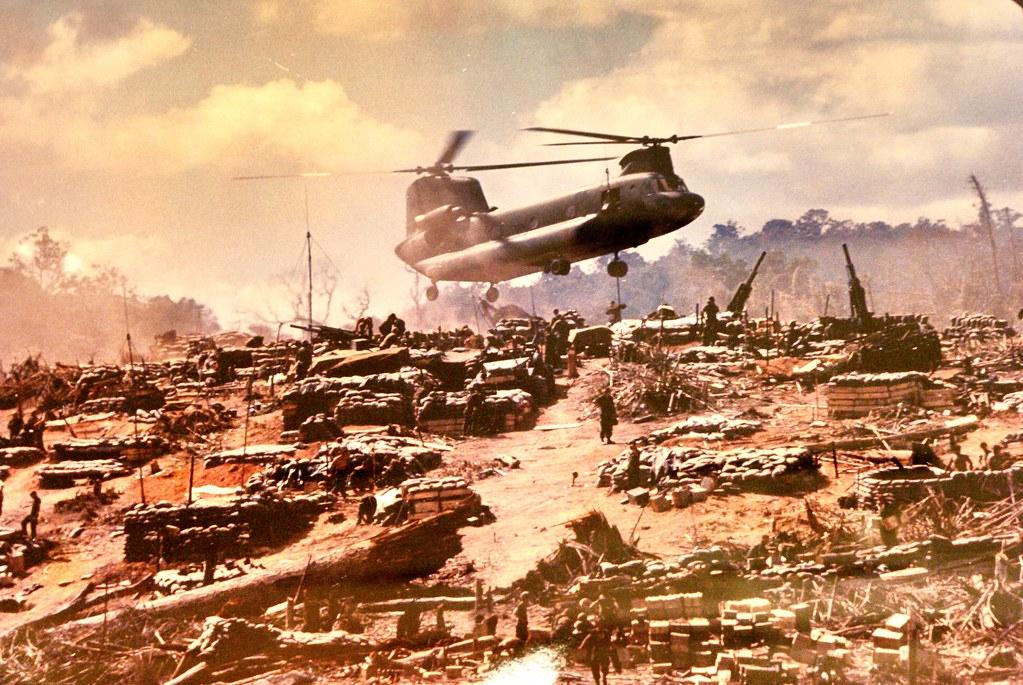 Base militaire américaine sur une colline - Photo du musée de la guerre du Vietnam