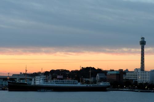yokohama marine tower ship dawn sunrise oosanbashi 大さん橋 船 横浜マリンタワー