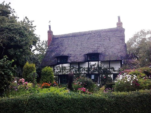 House that looks like a cat, Thame