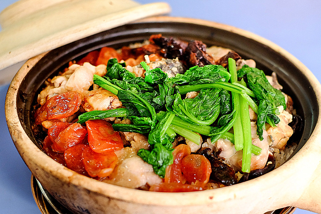 Lian He Ben Ji Claypot Rice: Close up