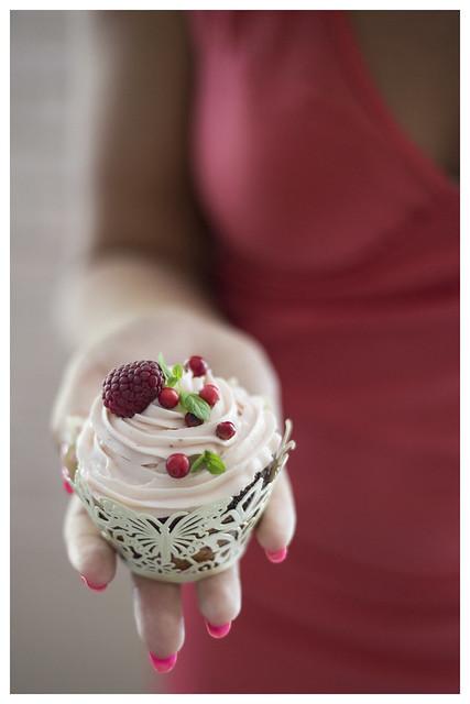 Lingonberry & Marzipan cupcake