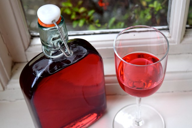 How To Make Raspberry Gin | www.rachelphipps.com @rachelphipps