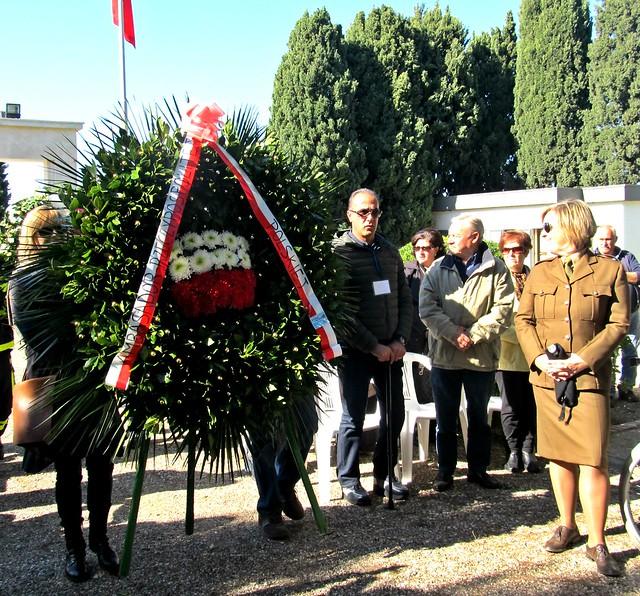 Casamassima-Le corone floreali offerte dal Comune di Casamassima, di Bari e dalla delegazione polaccca (3)
