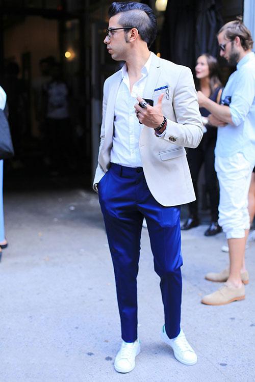 オフホワイトテーラードジャケット×紺テーパードスラックス×スタンスミス