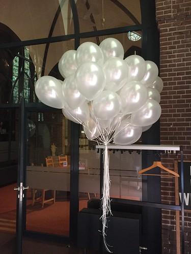 Heliumballonnen st. Jan de Doper kerk Montfoort