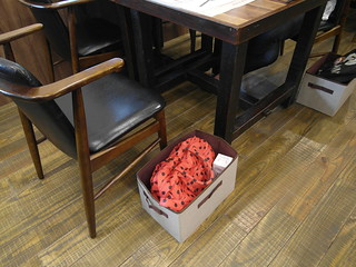 會提供籃子讓人放包包@棉花田有機餐廳