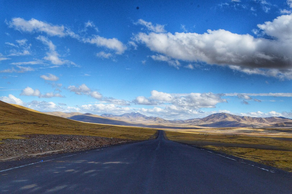 Highland road in Qinghai-Tibet