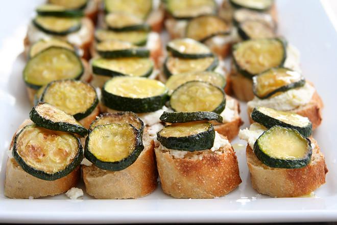 zucchini ricotta crostini 6