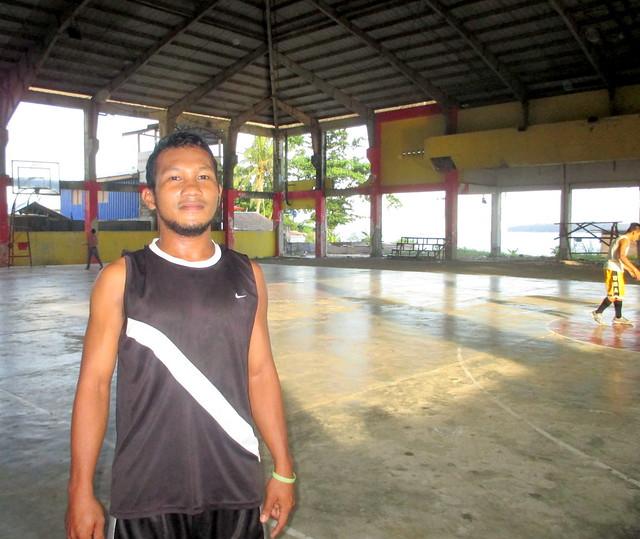 Basey basketball player Benjamin Amascual