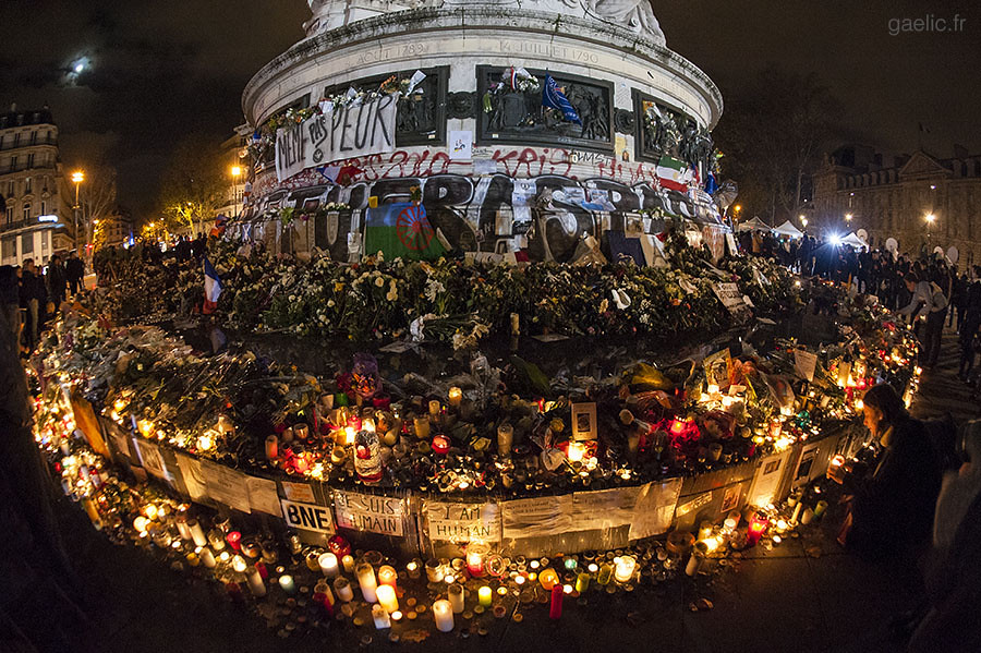 2015-11-20-ParisAttacks-Republique.tribute-024-gaelic.fr_GLD3832 copie+