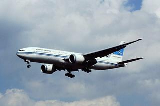 9K-AOB B777 Kuwait Airways LHR 29-08-00