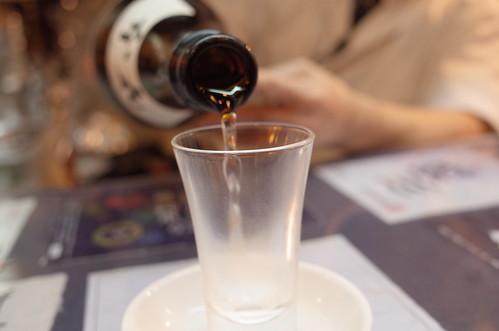 pouring sake 14 Generation 十四代