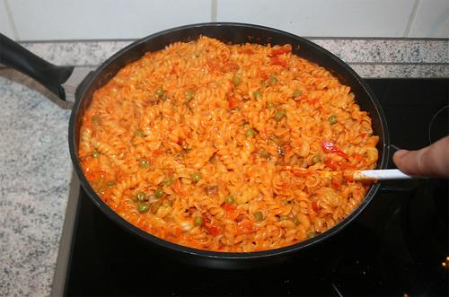 34 - Nudeln & Sauce vermischen / Mix noodles & sauce