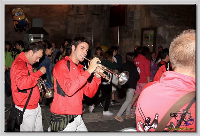 Minuto de silencio en memoria de Pedro Villar y desfile de peñas (11)