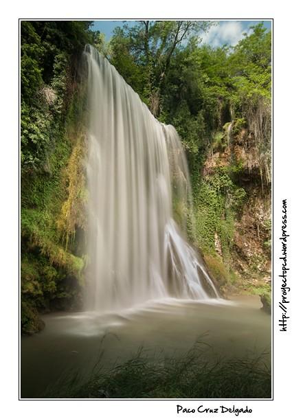 Cascada en el Río Piedra. Aragón. Velocidad lenta para efecto seda.