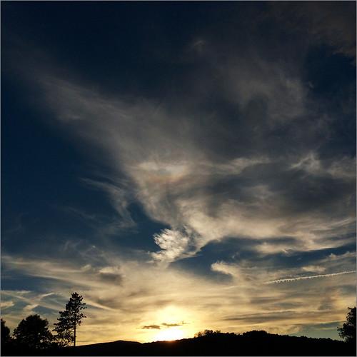 sunset upstatenewyork catskills contrails sundog iphone pearlescent