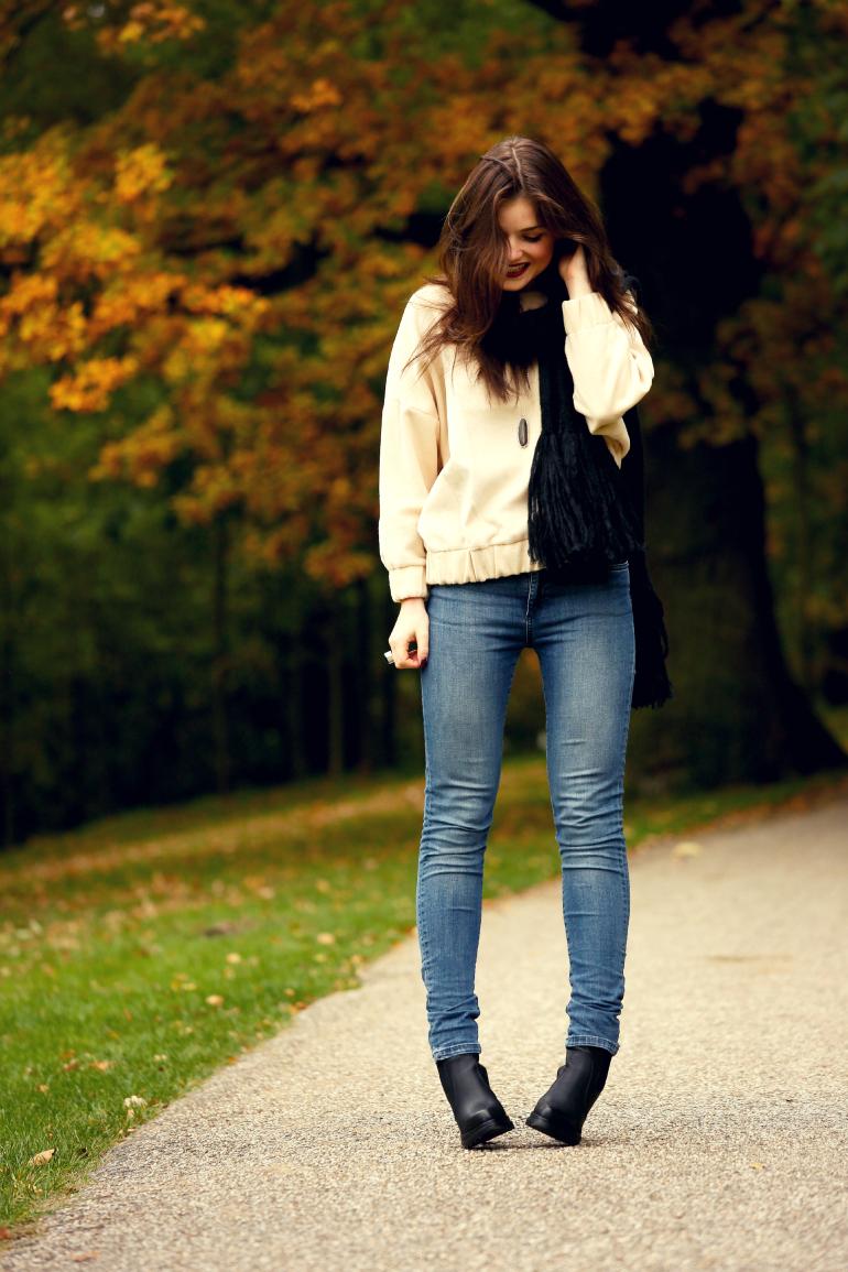 22, 22 jaar, herfstoutfit, 27 oktober, jarig op 27 oktober, verjaardag, happy birthday, sweater, h&m trend, vanharen, zwarte enkellaarzen, skinny jeans, wollen sjaal, zwarte sjaal, fashion blogger, fashion is a party
