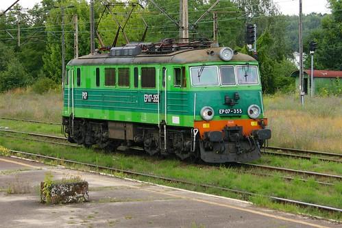 railway poland pkp tomaszówmazowiecki ep07 ep07355 green electric locomotive