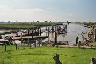 De haven van Petkum met veer naar Ditzum