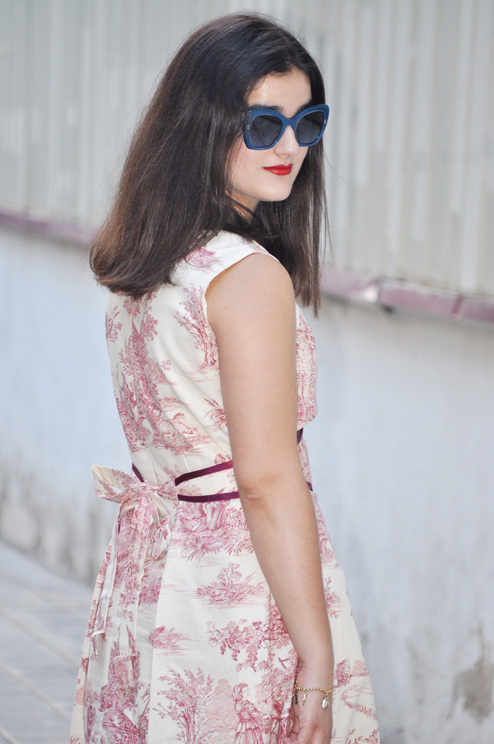 design your own dress clothing, seamstress, valencia fashion blogger somethingfashion moda estilo diseño, dolce gabbana blue sunnies birking bag hermes, how to design your toile de jouy dress, vestido vintage toiledejouy A-line
