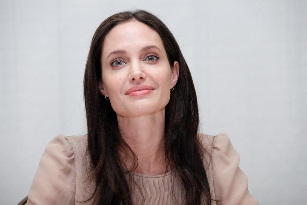 Анджелина Джоли — Пресс-конференция «Лазурный берег» 2015 – 32