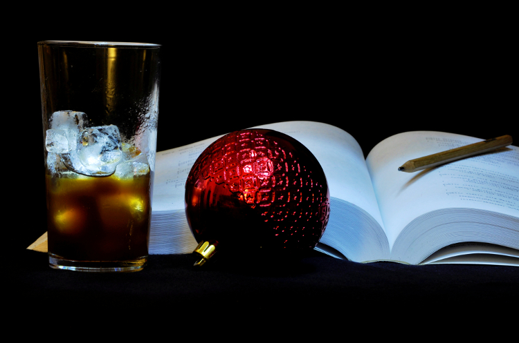 Vencedor do desafio mensal: Bola de Natal, Livro e Gelo