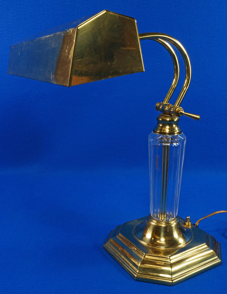 RD15252 Vintage Brass & Lucite Bankers Desk Piano Portable Lamp Light 3-Way Adjustable Arm DSC08737