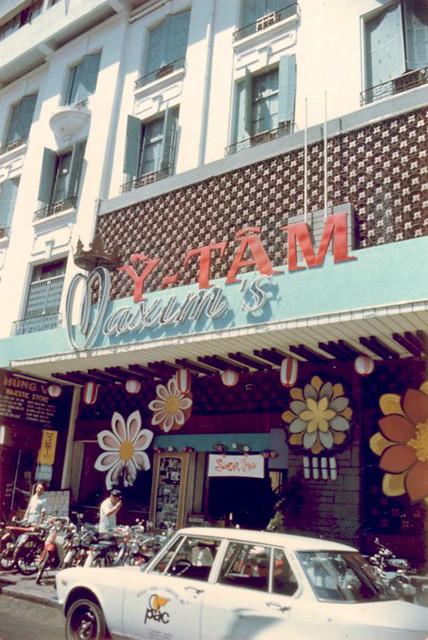 Nhà hàng - Vũ trường Maxim's đường Tự Do