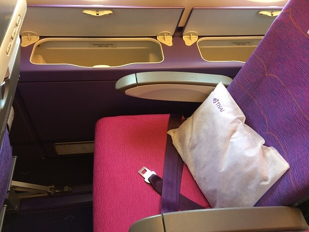 170204 A380の2階エコノミークラス窓側にあるポケット