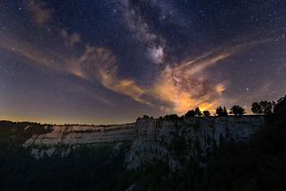 Изображение Creux du Van. creuxduvan milkyway night nightscape switzerland myswitzerland neuenburg neuchâtel landscape stars clouds jura