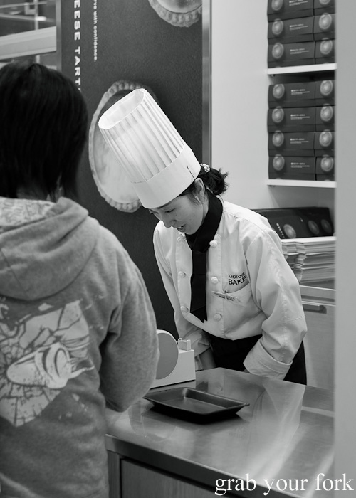 Japanese bowing traditions at Kinotoya Bake