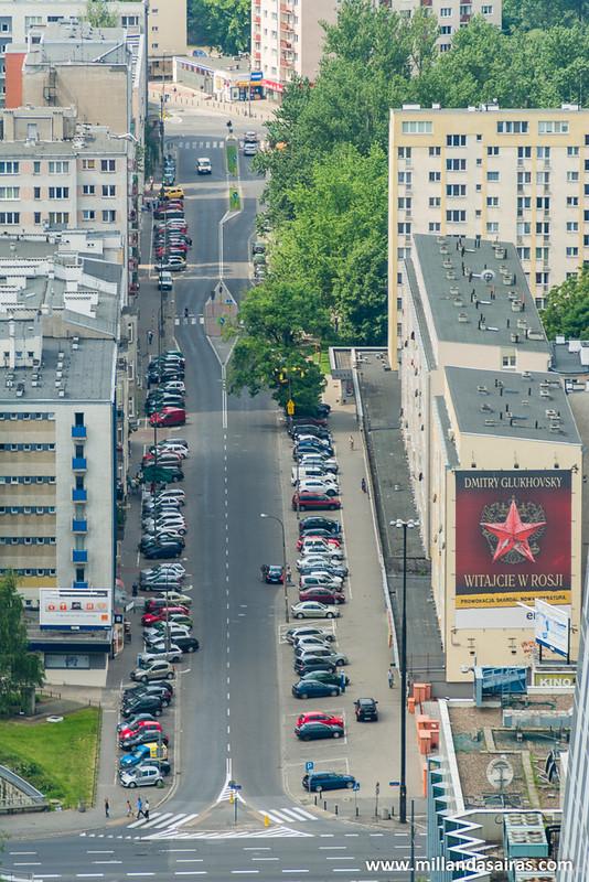 Calles de Varsovia con la estrella roja todavía presente