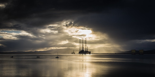 light sea sky water landscape evening scotland highlands unitedkingdom drama cromarty oilrig blackisle firth niggbay theroyalhotel canontse45mmf28 timgreen peckhamryecrow theroyalhotelcromarty cromataryfirth
