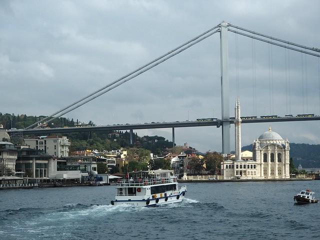 istanbulPA191176,istanbulPA180875,istanbul.city1, city, kaupunki, loma, holiday, matka, trip, vinkit, tips, fiiliksiä, istanbul vibes, kokemukset, kokemuksia, istanbul, turkki, turkey, matkustus, travel, travelling, eurooppa,, europe, asia, aasia, side, puoli, risteily, cruise, golden horn, kultainen sarvi, bridges, mosques, bosphorus, bospori, bosporinsalmi, moskeija, silta, köprusu, bosporinsilta, bogazici köprusu, ortakäy, laiva, lautta, ferry, risteily, maisemat, view, nähtävyydet, sightseeing,