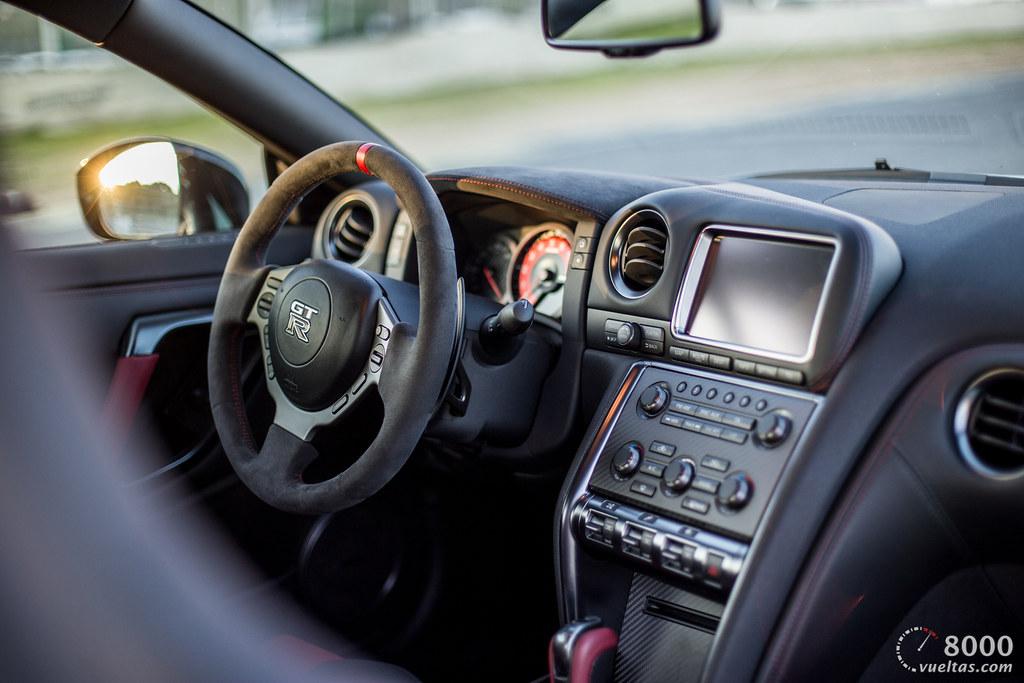 BMW M4 GTS vs Nissan GT-R NISMO