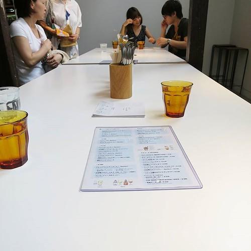 今日は作品の入れ換えで展示がお休みだったので、ギャラリースペースで食事。