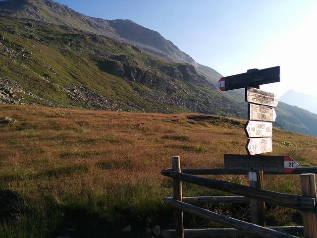 Neveser Höhenweg Wegmarkierung Nr. 1 Eisbruggjochhütte (Edelrauthütte)