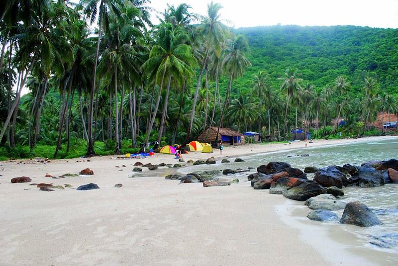 Cắm trại là một trải nghiệm thú vị ở đảo Nam Du. Ảnh: foody.vn