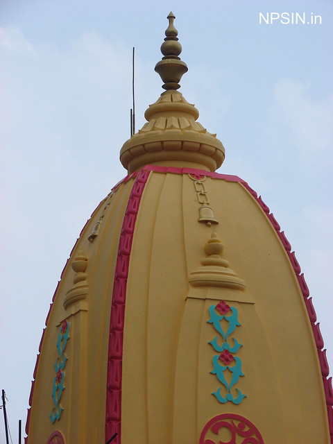 A vertical view, If you viste this temple you will find a new panchmukhi Shivling between Lord Shiv statue and Nandi.