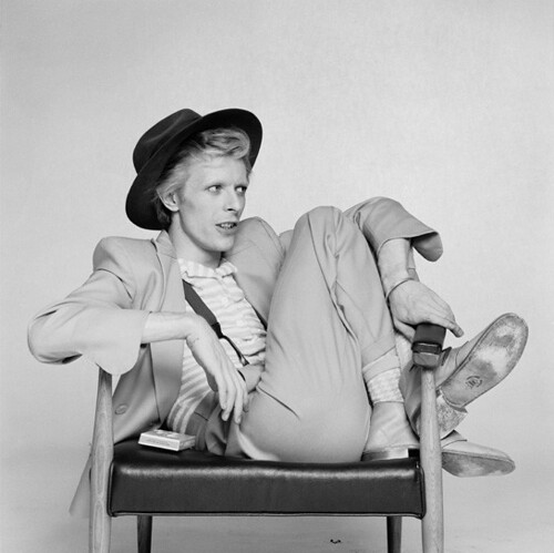 David Bowie crossed legs