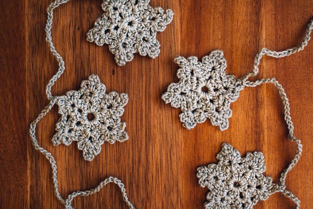 DIY: Virkad girlang med snöflingor | Matildigt
