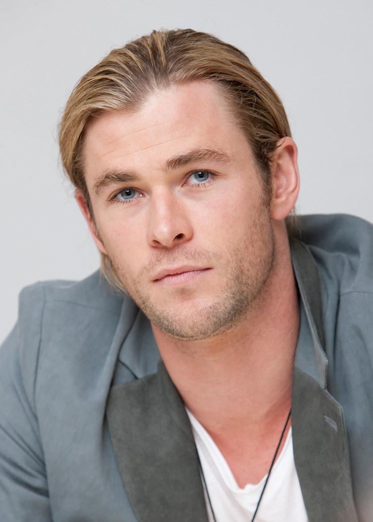Крис Хемсворт — Пресс-конференция «Мстители» 2012 – 59