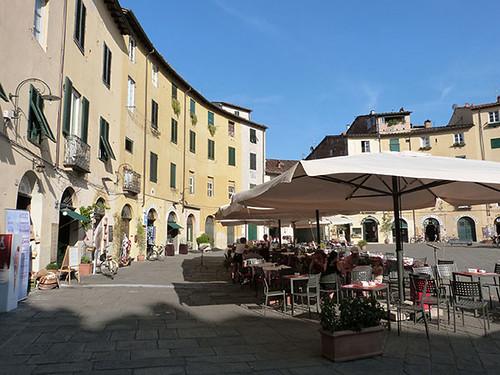 place de l'Amphithéâtre Lucca