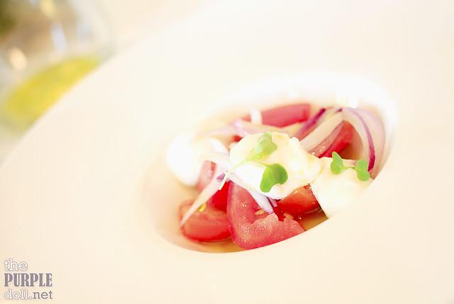 Ensalada de Tomates Heirloom y Mozzarella